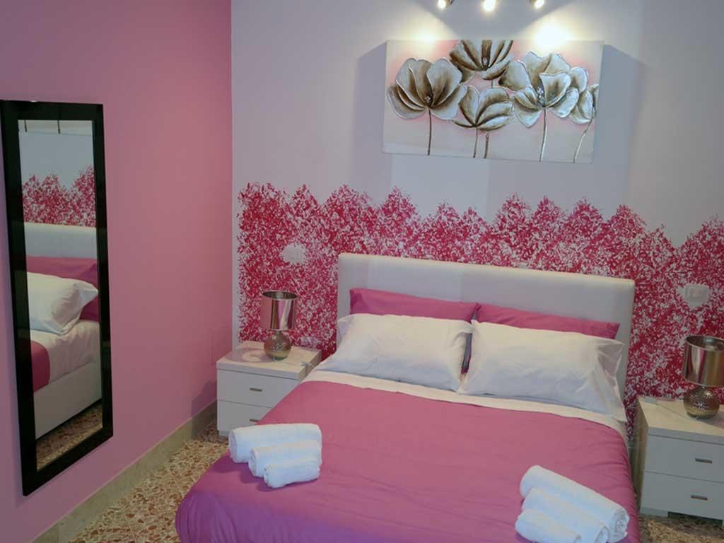 ColorsBB Palermo Bed & Breackfast Stanza Fucsia